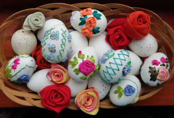 вышитые яйца